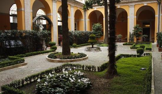 hotel-cardinal-cesi-courtyard (Copy)